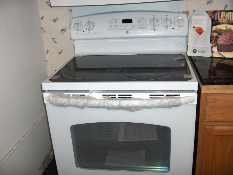 JDP80DMWW  Glass top GE electric range    $729.00